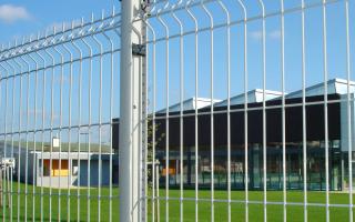 Подробная инструкция о заборе из сварной сетки!