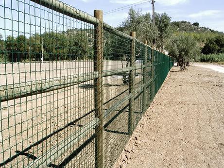 Готовый забор из пластиковой сетки