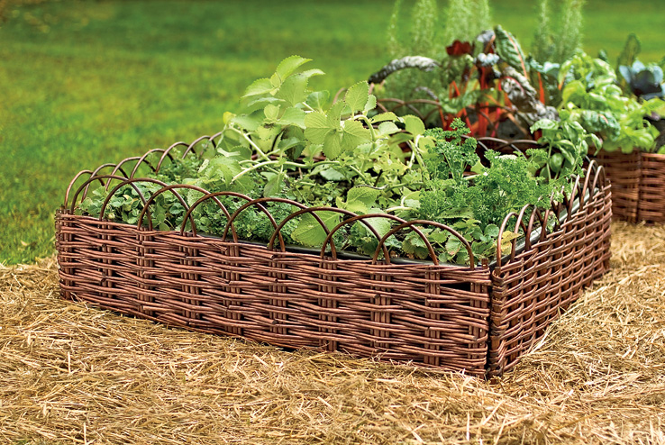 Заборчик из ивовых прутьев для сада