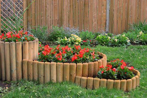 Декоративный заборчик для сада из бревнышек